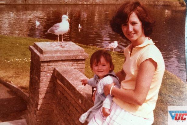 Janet bên con gái khi còn trẻ