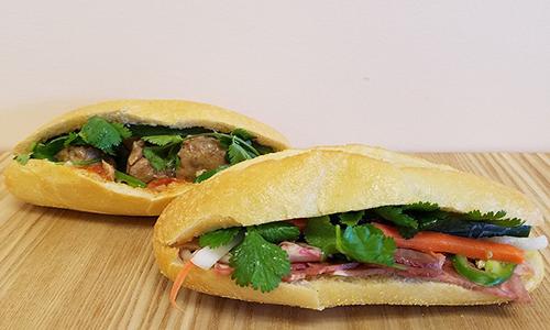 Bánh mỳ được xem là một trong các đặc sản của quán. Ảnh: New Times Boward Palmbeach