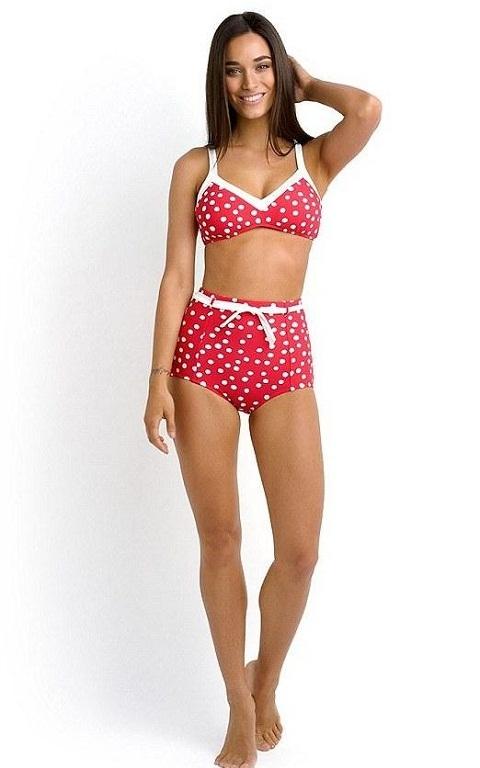 Bức ảnh bộ bikini hãng Seafolly được một cô gái trẻ mặc để quảng bá ở cửa hàng