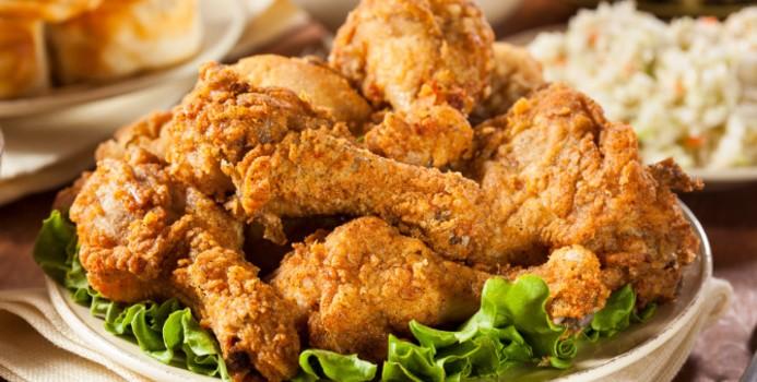 Sự hấp dẫn của gà rán khó có thể cưỡng lại nhưng hãy hạn chế ăn loại thực phẩm không tốt cho sức khỏe này (Nguồn Internet)