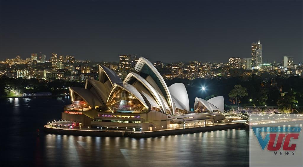 Opera House, Sydney là điểm đến không thể bỏ qua khi bạn du lịch ở Australia. Nhà hát có kiến trúc độc đáo hình con sò hay cánh buồm no gió ra khơi. Đây là một trong những công trình tiêu biểu của thế kỷ 20, đồng thời là nơi biểu diễn nghệ thuật nổi tiếng thế giới. Ảnh: Wiki.