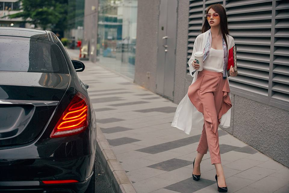 1 - Hoa hậu thế giới người Việt ở Úc quyến rũ với thời trang dạo phố