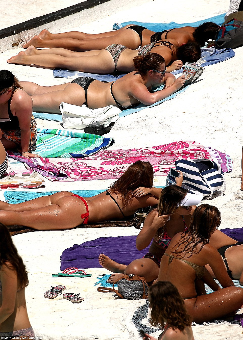 3b48533800000578-4023054-every_weekend_for_the_start_of_summer_bondi_beach_in_sydney_s_ea-a-8_1481500605773