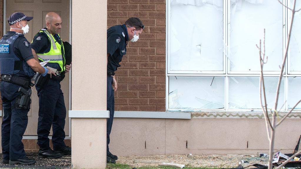 Một Gia Đình Hoảng Loạn Vì Giữ Đêm Có 8 Kẻ Thanh Niên Đột Nhập Vào Nhà