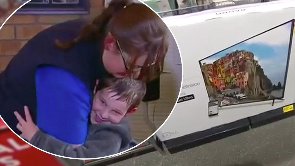 Cảm động cậu bé Úc mang 40 cents đi mua Tivi tặng mẹ nhân ngày Mother's day