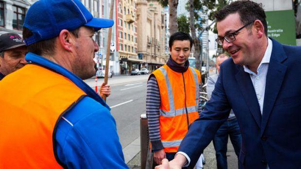 Thủ tướng Victoria, Daniel Andrews, cho biết các cột bê tông sẽ được đưa ra tại Federation Square, Bourke Street Mall