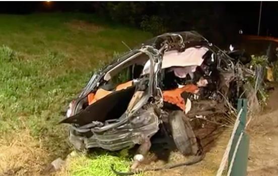 Chiếc xe đã bị nát sau tai nạn